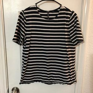 Striped Gap navy and white tee L